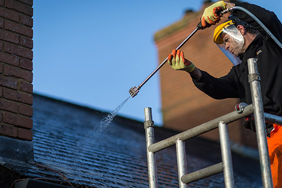 roof-cleaning-process-02