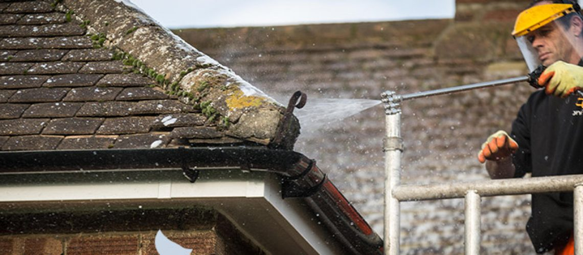 Roof-Ridge-Tile-Cleaners