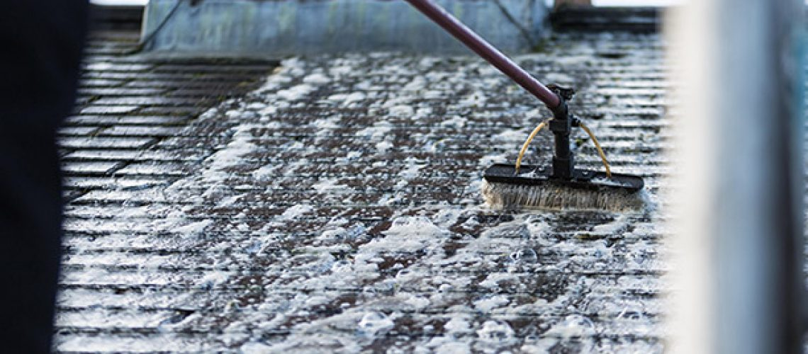 roof-cleaning-experts-03