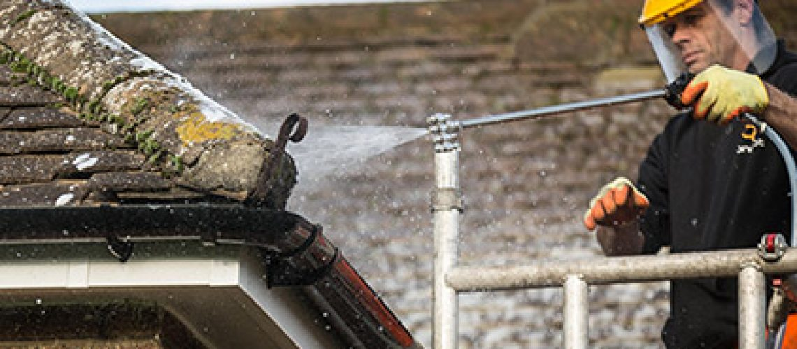 roof-cleaning-&-moss-removal-02